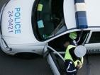 Задържаха полицай с подкуп