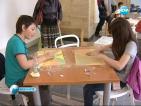 Деца рисуват емоции с пастели