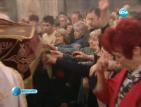 Вярващите минават под Плащеницата на Разпети петък (ОБНОВЕНА)