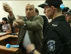 Цар Киро получи присъда от 2,5 години затвор за неприличен жест (ОБНОВЕНА)