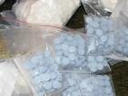 Мъж е обявен за издирване заради дрога и фалшиви пари