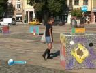 Площадът с кула и кубове картини приветства минувачите във Враца