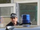 Строител-измамник подкара кола със синя лампа
