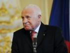 Чешкият президент постъпи в болница след атака с пластмасов пистолет