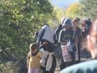 Стотици роми нахлуха на гробището в Казанлък