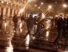 """Протестиращи гърци замеряха парламента с коктейли """"Молотов"""""""