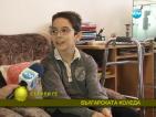 12-годишно момче води мъчителна борба, за да проходи