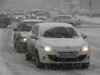 Сняг вали почти навсякъде, в София задръсти булевардите