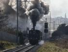 Влак дерайлира заради отломки от свлачище