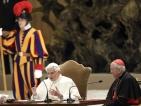 Папа Бенедикт XVI намеквал за оттегляне преди години
