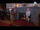 """Елизабет II е """"най-запомнящо се момиче на Бонд"""""""