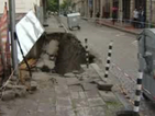 Улица и тротоар пропаднаха в строителен изкоп в София