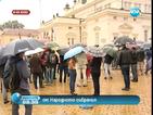 """Протестиращи за втори път пиха """"кафе"""" пред НС"""