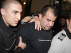 Таксиметровият шофьор остава в ареста