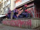 Арестуваха Асен Генов, изрисувал паметника пред централата на БСП
