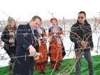 """Международните партньори на """"Винпром Пещера"""" се включиха в традициите на Трифон Зарезан"""