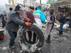 Барикадите по улиците на Киев остават