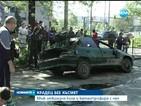 Мъж катастрофира с крадена кола и избяга