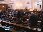 """Гласуват оставката на кабинета """"Орешарски"""""""
