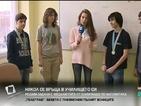 Никол Станкулова решава задачи с математици