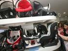 КЗП проверява безопасността на детските столчета за автомобили