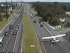Самолет се приземи аварийно на магистрала