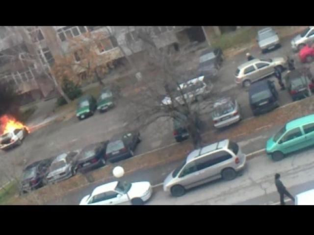 """Две коли изгоряха на паркинг в """"Младост"""" 3"""