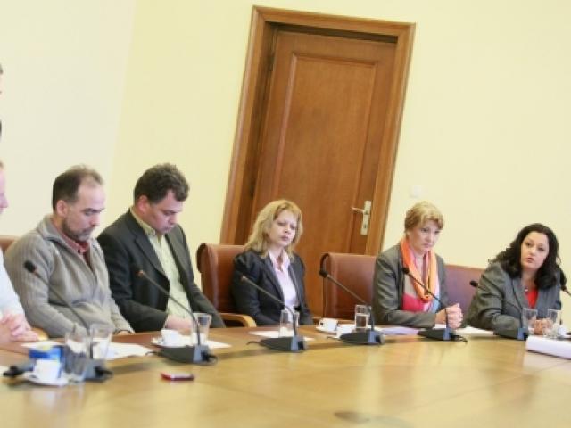 Среща на министри с екоактивисти в Министерски съвет. Снимка: БГНЕС
