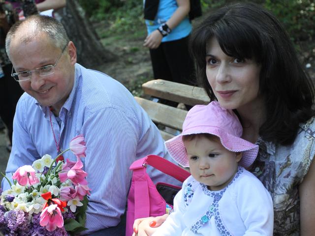 Станишев с Моника и първата им рожба. Снимка: БГНЕС