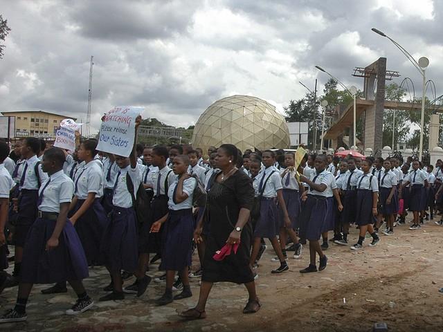 Протести избухнаха в Нигерия след отвличането на ученичките. Снимка: БГНЕС, архив