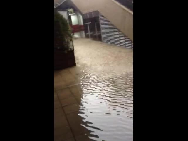 Подлезът на НДК след дъжда