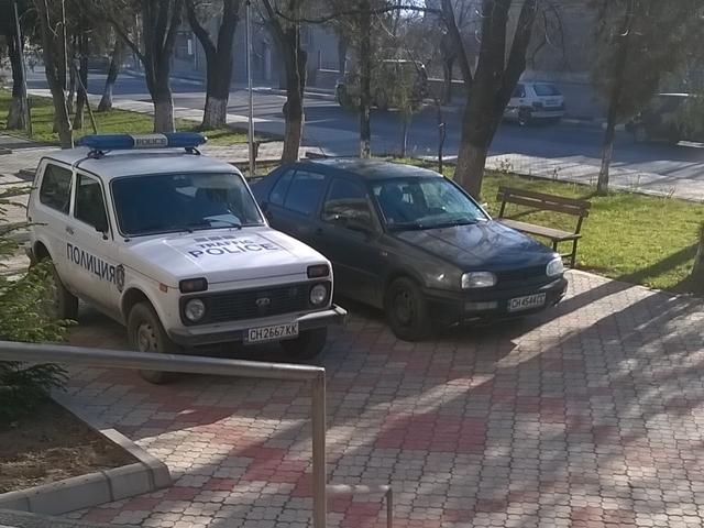 Паркиране пред кметството на Шивачево