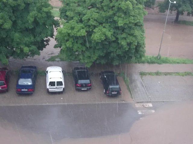 Проливен дъжд в Стара Загора (ВИДЕО)