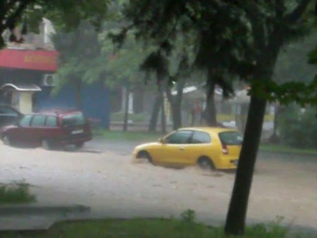 Пороен дъжд в Стара Загора (ВИДЕО)