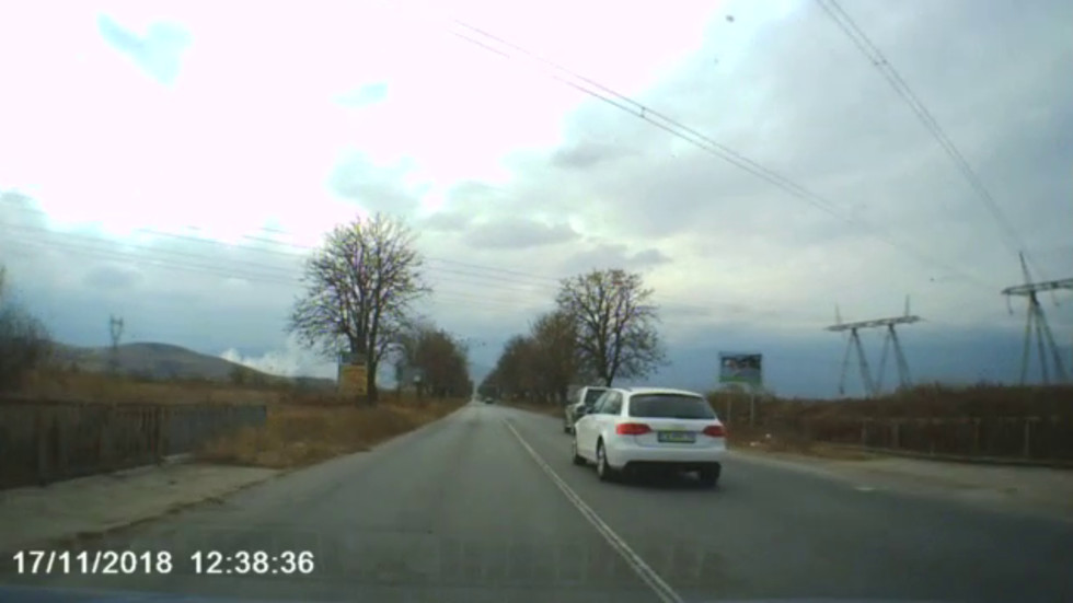 Абсурдно шофиране