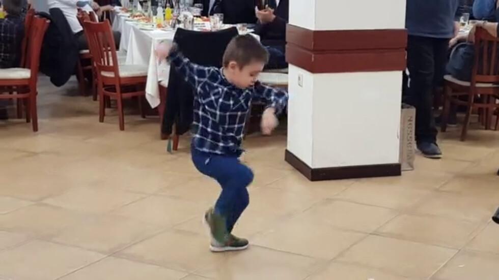 Малкият Дани - душата на купона