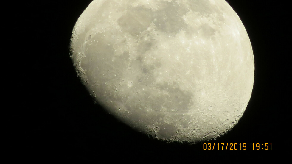 Невероятна луна...