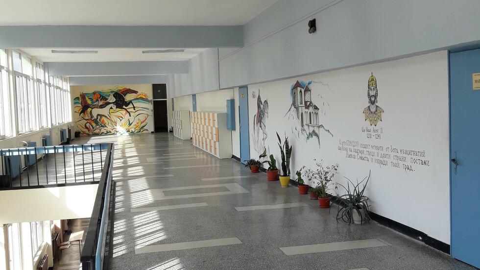 Красивото ни училище за 24 май..