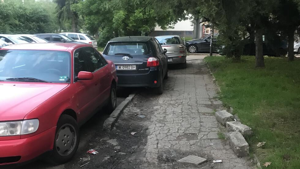 """Тротоарна настилка и паркиране в """"Стрелбище"""""""