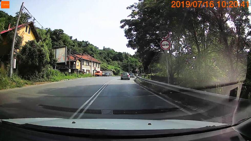 Опасно изпреварване на входа на София