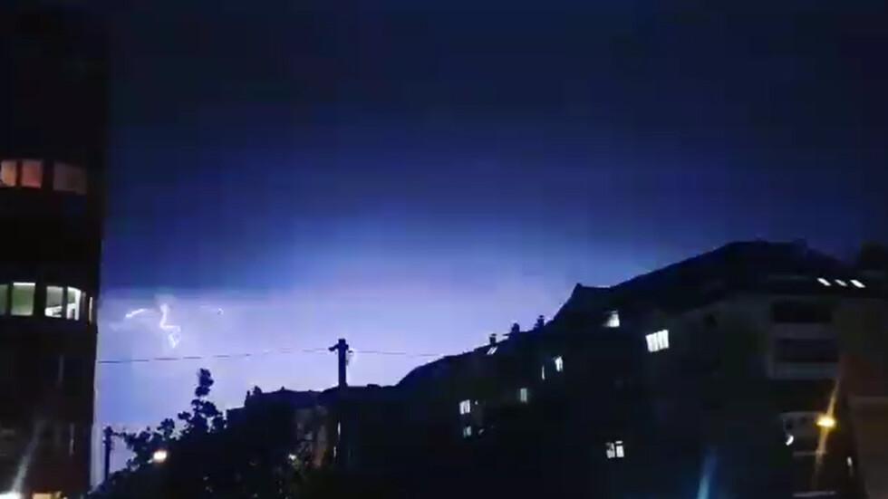 Страховити, но красиви мълнии над София
