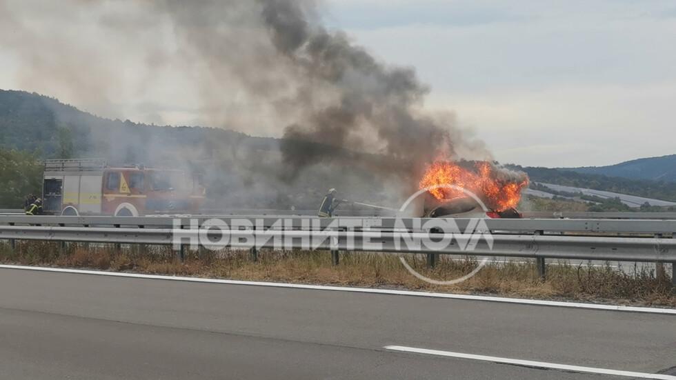 "Кола изгоря на магистрала ""Тракия"""