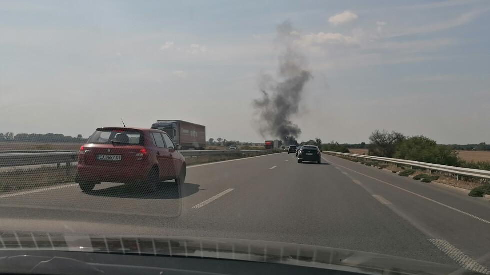 Горяща кола на автомагистрала Тракия