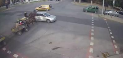 Каруца и кола се удариха в Хасково
