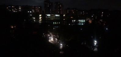Неосветена улица край училище