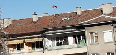 Кацнал на покрива...