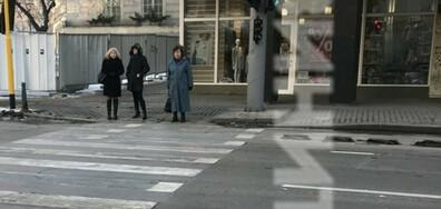 2 в 1- пешеходна пътека и светофар