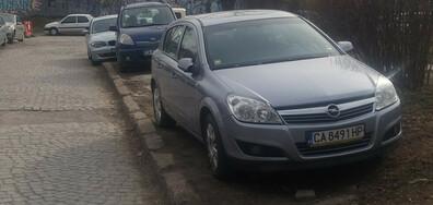 Неправомерно паркиране в зелените площи