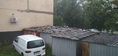 Буря с проливен дъжд и градушка в Кърджали