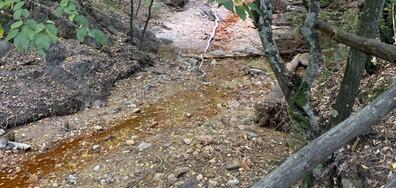 Замърсена река